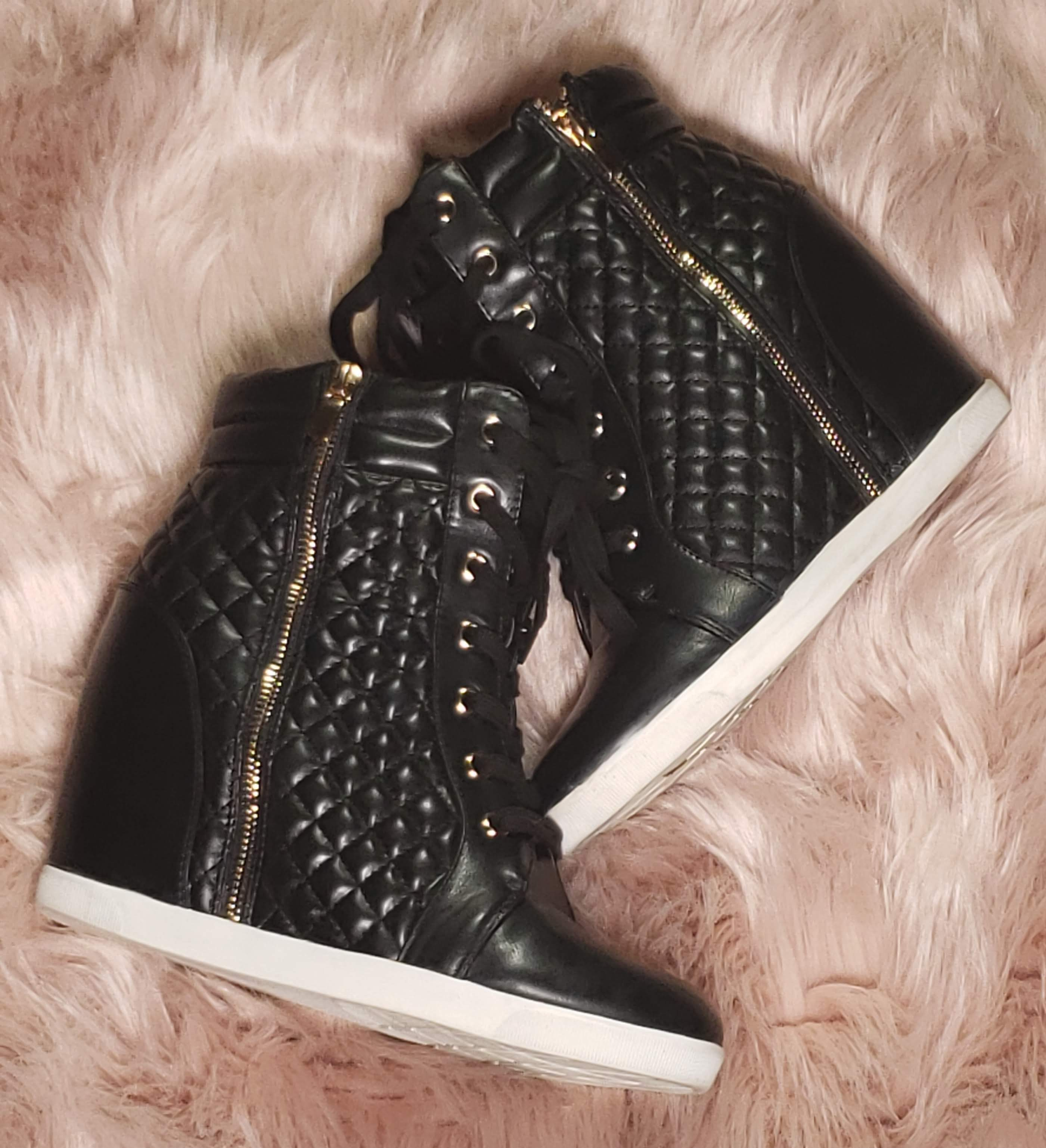 Wedge quilted sneaker